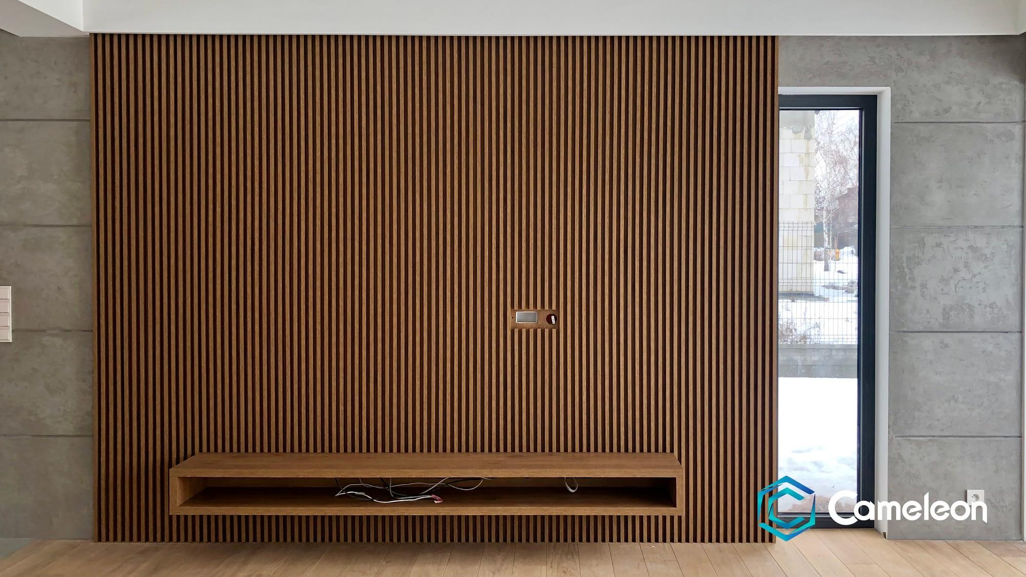 Wertykalne drewno na ścianie